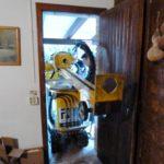 2PE Acceso del equipo de micropilotes en una vivienda en Pontons
